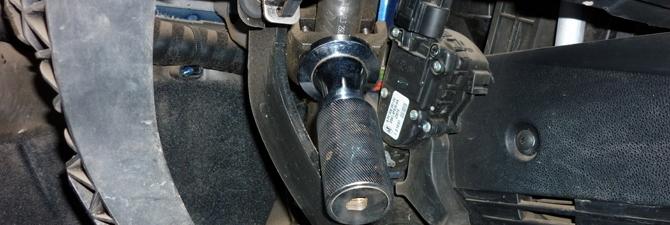 Механическая блокировка рулевого колеса – простые средства для защиты от угона