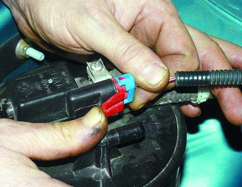 Фото №1 - датчик детонации ВАЗ 2110 16 клапанов где он находится