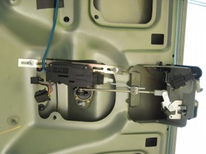Фото замка багажника на Лада Гранта с электроприводом, drive2.ru