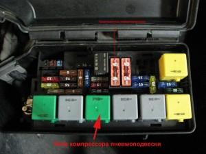 Фото замены реле компрессора пневмоподвески Туарег, pnevma.ru