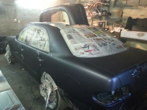 На фото - подготовка к покраске автомобиля жидкой резиной, drive2.ru