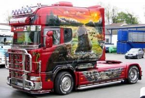 На фото - внешний тюнинг грузовика, auto-perevozki.at.ua