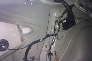 На фото - подключение проводов к блоку управления парктроника, drive2.ru