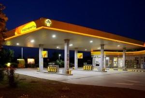 На фото - заправка бензином на качественной АЗС, drive2.ru