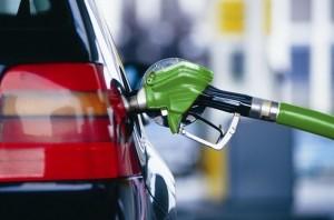 На фото - хранение бензина в бензобаке автомобиля, investments.academic.ru