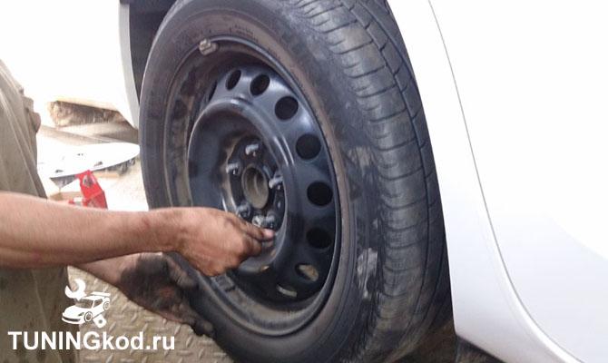 Ставим колесо на место