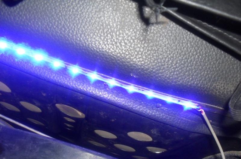 Фото установки светодиодной подсветки салона авто