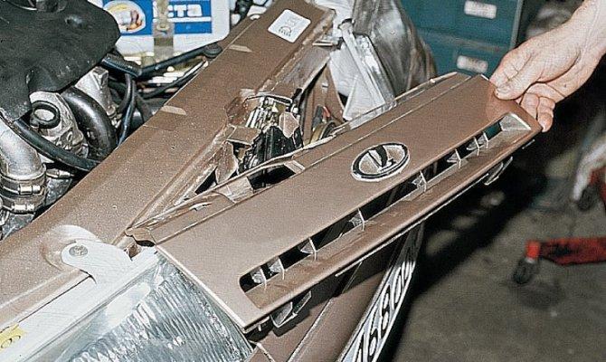 Фото демонтажа решетки радиатора