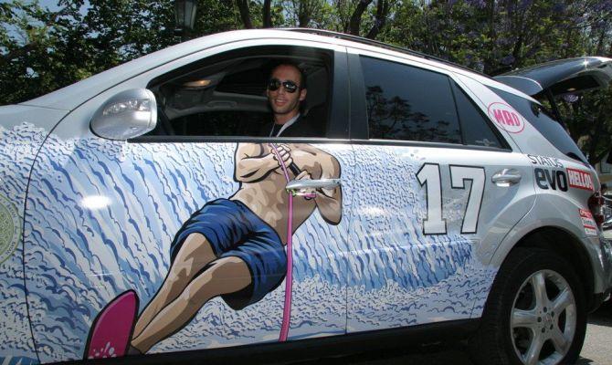 На фото - уникальный внешний вид авто с виниловой наклейкой