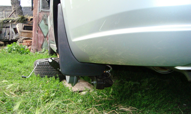 Монтаж новых брызговиков на Volkswagen Polo Sedan