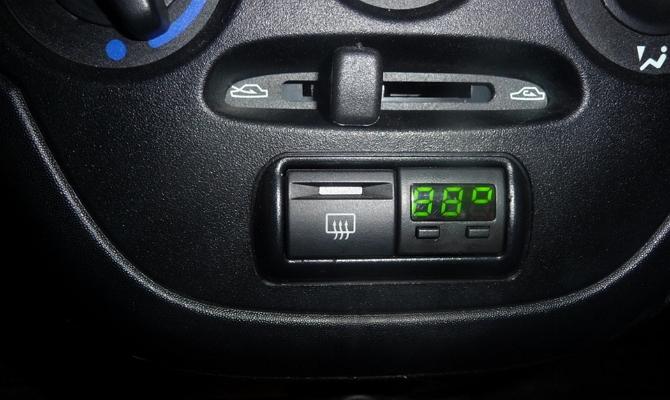 Расположение бортового компьютера в консоли авто