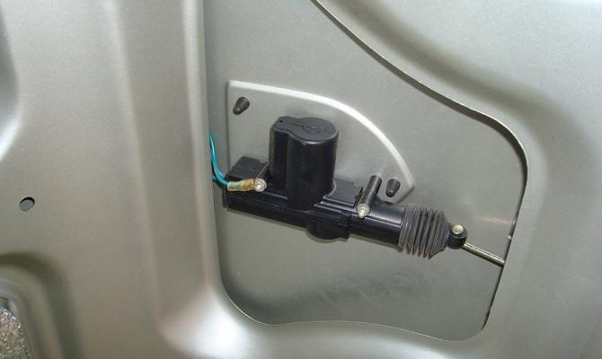 Блокиратор крышки багажника