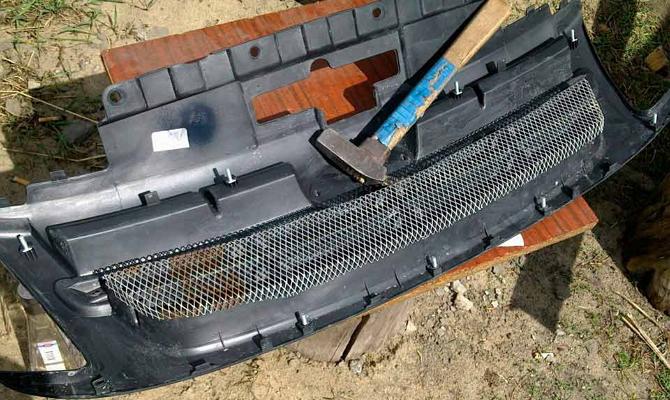 Демонтаж решетки радиатора Гранты