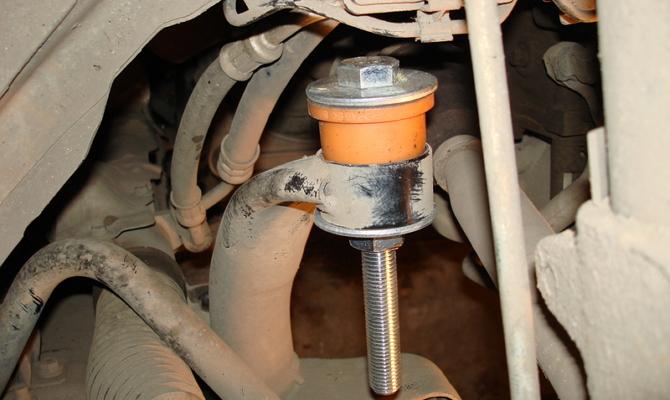 Запрессовка конструкцией из стального болта М12 с гайкой