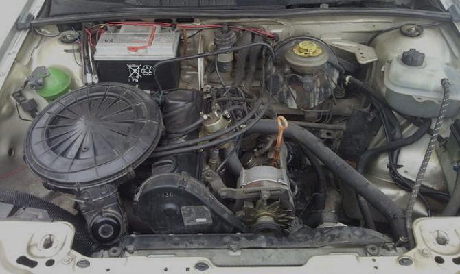 Двигатель автомобиля Ауди-80