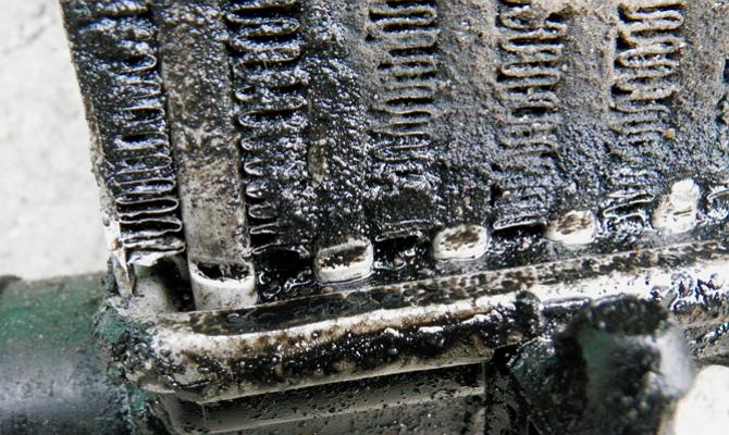 Попадание масла в охладительный механизм