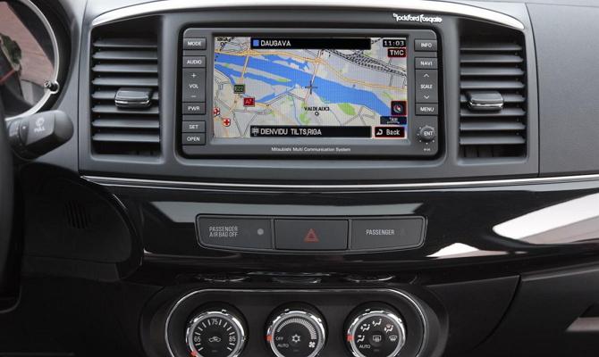 Устройство с системой спутниковой навигации GPS