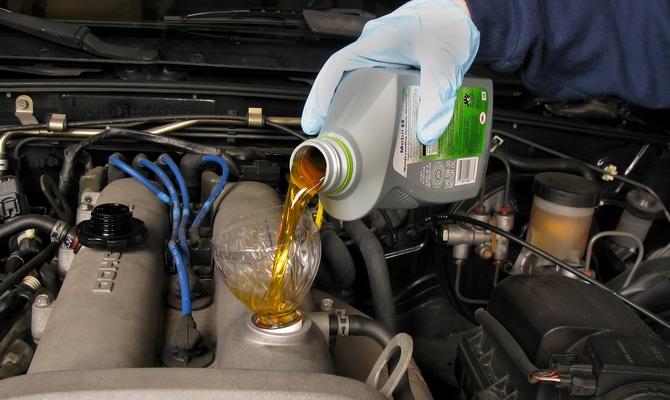 Автомобильное масло для двигателя