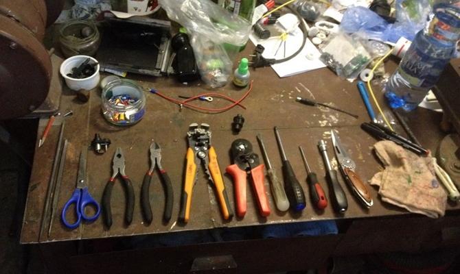 Инструменты для монтажа подсветки ручек авто