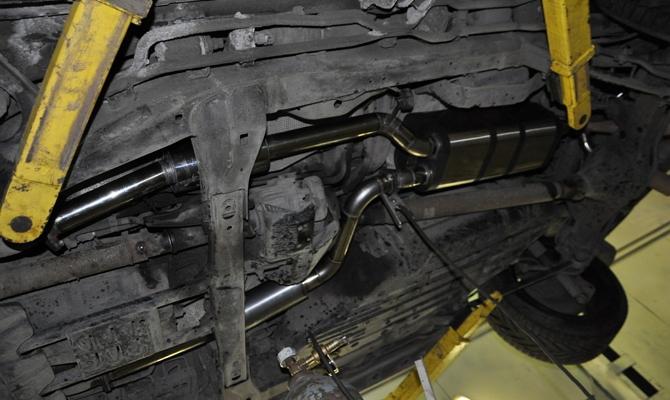 Монтаж выхлопных коллекторов силового агрегата Lexus 570