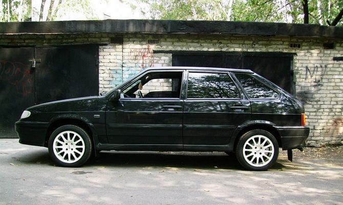Автомобиль ВАЗ 2114 солидного возраста