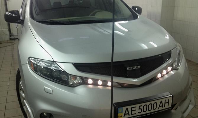 Подсветка под решеткой радиатора Nissan Murano