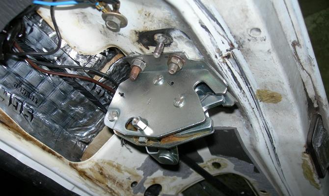 Регулировка положения замка крышки багажника