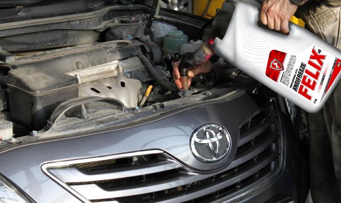 Заливание антифриза «Felix» в систему охлаждения автомобиля