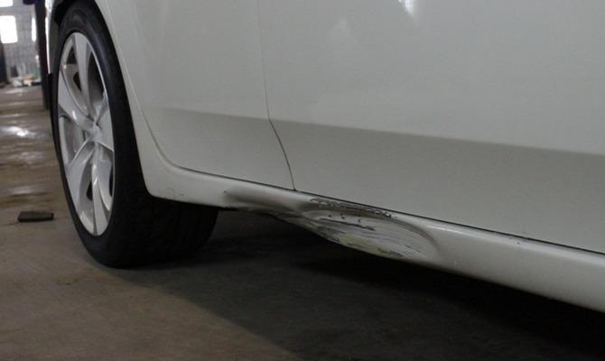 Поврежденный порог авто