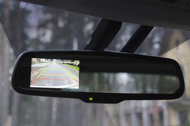 Зеркало заднего вида и парктроник в одном лице – как повысить комфорт?