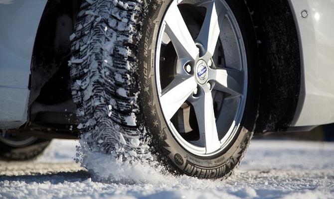 Виды шин для зимнего сезона – шипованные или фрикционные?