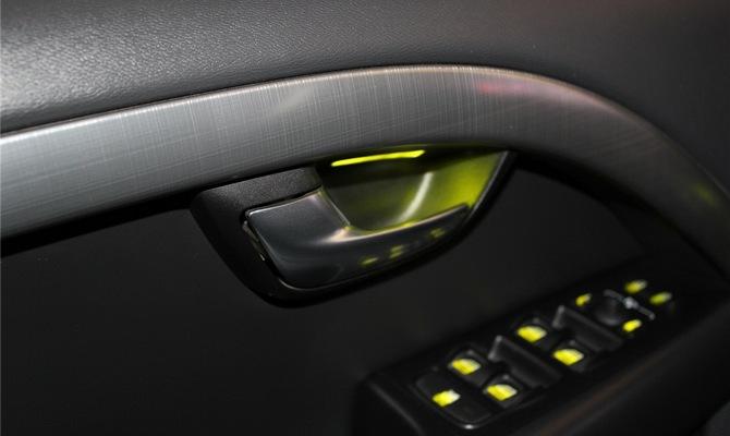Диоды вместо фонарей в кабине XC70 – улучшаем освещение