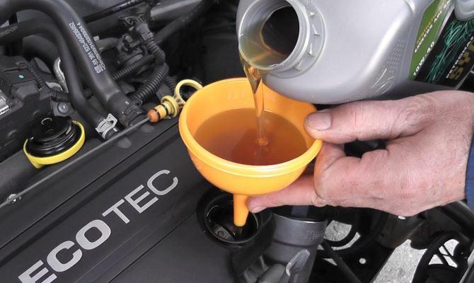 Перелив масла может отрицательно повлиять на работу автомобиля в долгосрочной перспективе