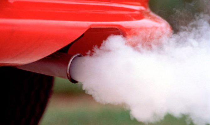 """Так называемый """"белый дым"""" чаще всего оказывается паром, полученным в результате образования конденсата в системе выхлопа"""
