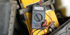 Как проверить аккумулятор мультиметром, нагрузочной вилкой и другими приборами?