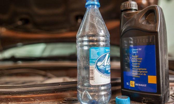 В теплое время года вы можете ограничиться разбавлением антифриза обычной дистиллированной водой, в случае когда выработалась часть жидкости и требуется долив