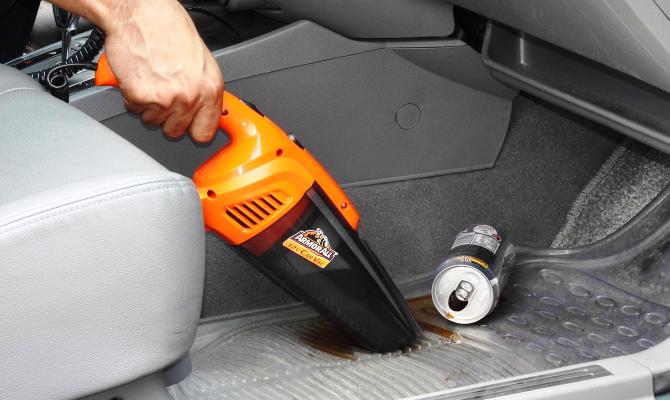 Пылесосы со шнуром не такие удобные, но этот момент бывает не принципиальным, если вы планируете использовать оборудование только в автомобиле