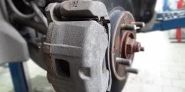 Скрипят тормоза при торможении на машине – почему так происходит?