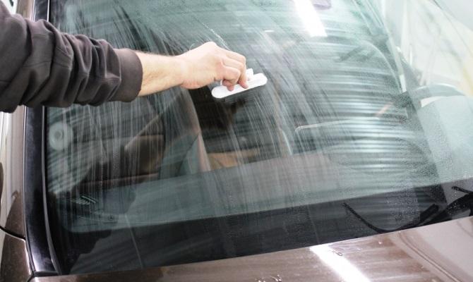 Химические составы образуют гидрофобную защитную пленку, отталкивающую капли дождя