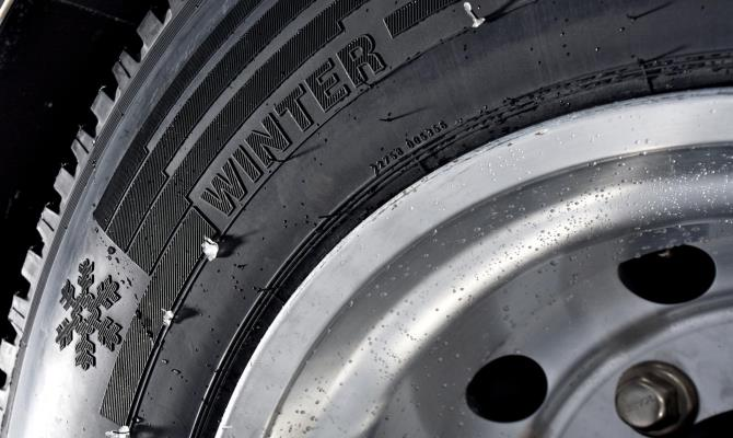 """Если вы видите надпись """"Winter"""" или изображение снежинки на протекторе колеса, то перед вами зимние покрышки"""
