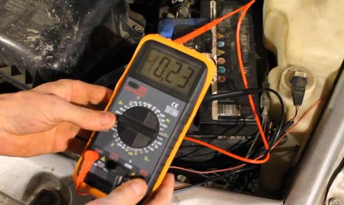 Причиной накопления электричества могут быть неисправности в автомобильной электросети
