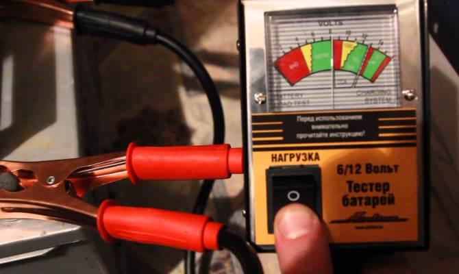 Заводим двигатель при выключенных потребителях, подключаем мультиметр и следим за показаниями