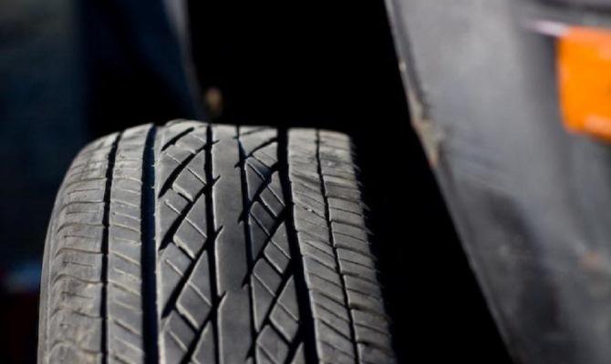 Появление тряски в руле из-за кривых покрышек - далеко не редкость в наше время