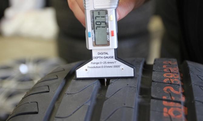 Машину с очень старой резиной использовать нельзя, так как разрушение корда повлечет за собой разрыв шины