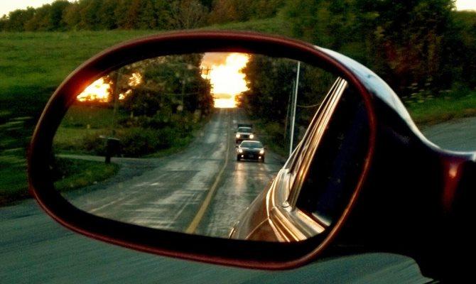 Главная функция боковых зеркал — максимально широкий обзор по бокам авто и отсутствие мертвых зон