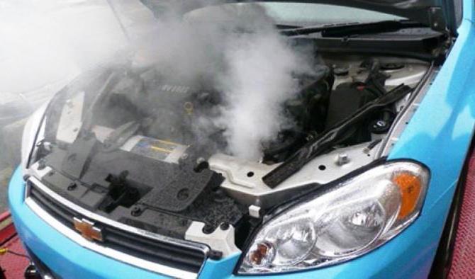 Закипевший антифриз – неприятное явление, которое возникает при частом стоянии в пробках или эксплуатации автомобиля в тяжелых условиях