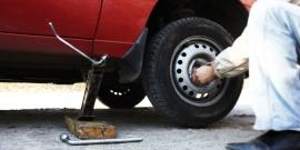 Как открутить секретку на колесе без ключа – действуем решительно