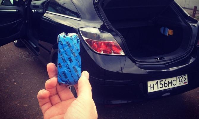 Добиться зеркальной гладкой поверхности кузова благодаря специальной синей глины — задача, подвластная любому автолюбителю