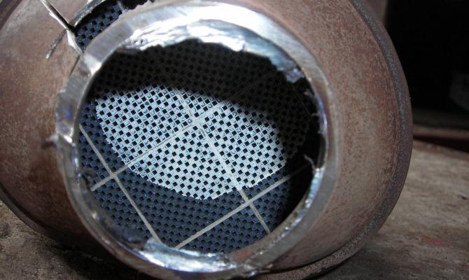 Так или иначе перед самостоятельной очисткой вам придется произвести демонтаж сажевого фильтра