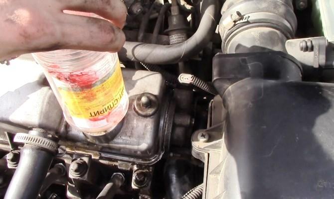 Заливатьв мотор автомобиля желательно такой же смазочный материал, который заливал предыдущий его владелец